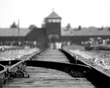 Maanataina 27. päivä tammikuuta vietettiin Vainojen uhrien muistopäivää. Auschwitzin keskitysleiriltä selvinneet haluavat pitää sodan kauheudet ihmisten mielessä: tässä 10 eloonjääneen tarinat.