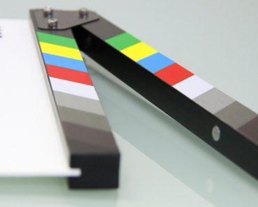 Miten voi olla mahdollista, että miljoonien budjeteilla tehdyt elokuvat vilisevät virheitä? Tässä Listafriikki.com esittelee 10 nolointa leffavirhettä.