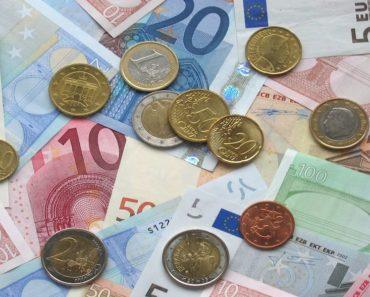 Miten tienata rahaa kotona, on varmasti tällä hetkellä kaikkien mielessä. Listafriikki.com esittelee nyt kymmenen tapaa, joilla voi ansaita rahaa oman sohvan pohjalta.