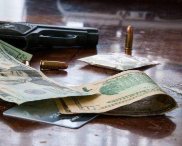 Maailman vaarallisimmat jengit myyvät huumeita ja ihmisiä, tappavat vihollisiaan ja viattomia sivusta seuraajia. Listafriikki esittelee pahamaineisista rikollisjärjestöistä ne kaikkein pelätyimmät.