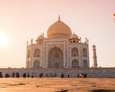 Romanttinen tarina Taj Mahalin takana on kaikille tuttu, mutta nyt Listafriikki esittelee tästä yhdestä maailman seitsemästä ihmeestä 10 oudompaa faktaa.