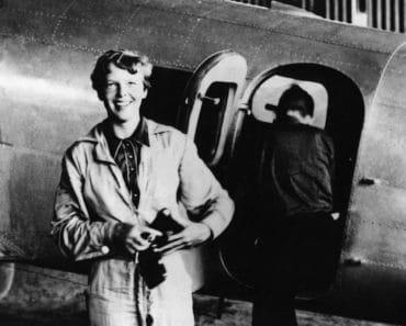 Lentäjälegenga Amelia Earhart katosi heinäkuun 2. päivänä vuonna 1937. Listafriikki raottaa nyt hieman mysteerin verhoa ja kertoo mielenkiintoisia faktoja ilmailupioneerin elämästä ja katoamisesta.