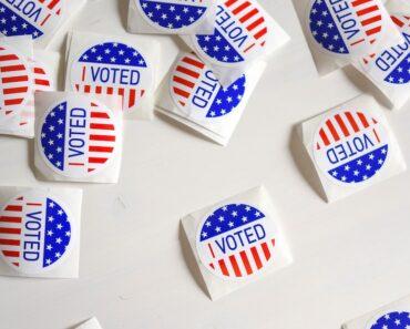 Listafriikin oudoimmat uutiset esittelee tällä viikolla yhdysvaltalaisen naisen, jonka oli päästävä äänestämään. Vaikka synnytys oli jo käynnistynyt.