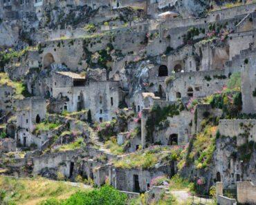 Minkälaista on nykyaikainen luolassa asuminen? Tässä kymmenen esimerkkiä!