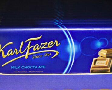 Lukijoiden kysymyksissä etsitään tänään vastaus Fazerin sininen -suklaan pakkauksen väriin ja samalla selviää miten rakkaan suklaan resepti ei olekaan suomalainen!