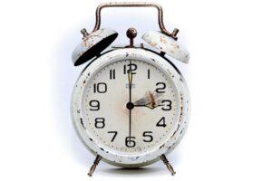 Miksi kelloja siirretään? Tämän ja yhdeksän muun asian erikoiset alkuperät selviävät tällä listalla.