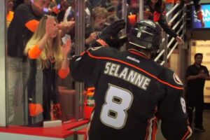 Ketkä ovat kaikkien aikojen eniten tienanneet suomalaiset NHL-pelaajat, kun asiaa tarkastellaan nykyrahassa mitattuna? Listafriikki.com otti asiasta selvää.