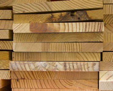Oudoimmissa uutisissa aiheena tänään muun muassa rautakaupan puutavaraosasto, jolla oli käynnissä riivattujen lautojen manaus.