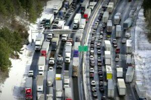 Maailman pahimmat liikenneruuhkat ovat aivan eri juttu, kuin vähän hermoja raastava neljän ruuhka.